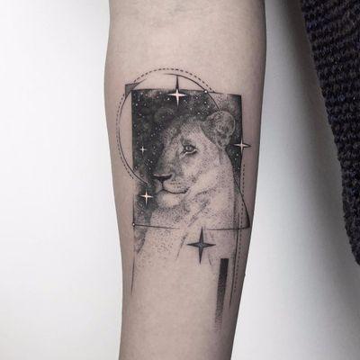 Lion love by Erensu Ekmekciler #erensuekmekciler #realism #abstract #fineline #realism #lion #stars #galaxy #linework #dotwork #nature #junglecat #cat #tattoooftheday