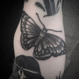 Butterfly Tattoo by Jack Ankersen #Blackwork #TaditionalBlackwork #BlackTattoos #Illustrative #BoldBlackwork #JackAnkersen #butterfly #blackbutterfly #btattooing #blckwrk