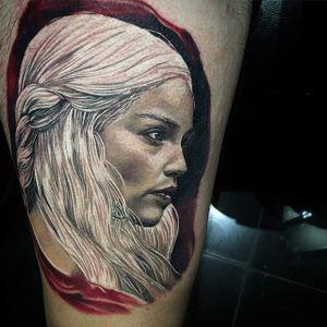 Khaleesi Nascida da Tormenta Mãe dos Dragões... #DylanWeber #GameofThrones #GoT #gottattoo #tvshow #serie #nerd #geek #emiliaclarke #daenerystargaryen #realismo #realism #portrait #retrato #woman #mulher