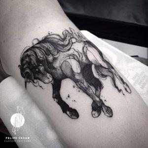 Unicórnio por @felipecesar! #FelipeCesar #Blackwork #unicornio #unicorn #TattooBrasil #TatuadoresDoBrasil #brasil #portugues