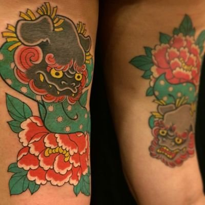 A lovely pair of foo dog faces looking out from some peonies by Caio Pineiro (IG—caiopineiro). #CaioPineiro #foodog #Irezumi #Japanese #komainu #traditional
