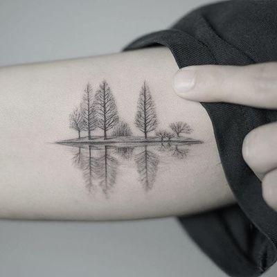Reflection by Nando Tattoo (via IG-nandotattooer) #tinytattoo #microtattoo #flora #fauna #NandoTattoo