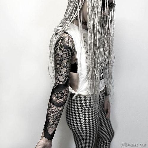 An amazing geometric sleeve by Otheser (IG—otheser_dsts). #dark #geometric #largescale #mandala #sleeve #Otheser