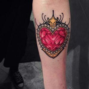 Pretty Gemstone & Pearl Heart by Brando Chiesa. (via @brandochiesa) #neotraditional #heart #gem #pearl #brandochiesa