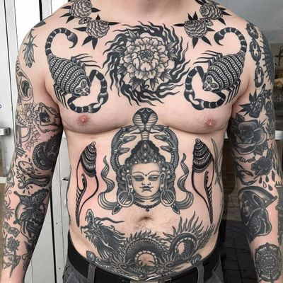 New shells with incredible healed chest and stomach by Javier Betancourt #javierbetancourt #traditional #blackwork #scorpion #shells #snakes #dragon #Tibetan #Buddha #fire #flower #tattoooftheday