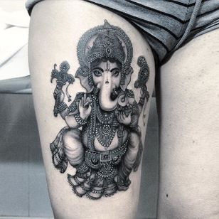 Flo Nuttall's (IG—flonuttall) use of dark shading bring this illustration of Ganesha to life. #blackandgrey #FloNuttall #Ganesh #ornate