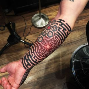 A blackwork labyrinth with a touch or red by Kris Patay (IG—krispatay). #blackwork #KrisPatay #maze #labyrinth