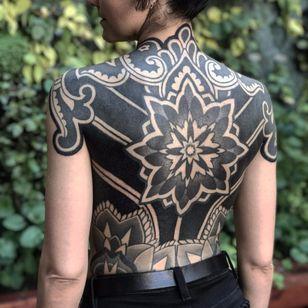 Insane backpiece by Xnazax #Xnazax #blackwork #blackandgrey #mandala #ornamental #backpiece #paisley #geometric #pattern #flower #dotwork #linework #tattoooftheday