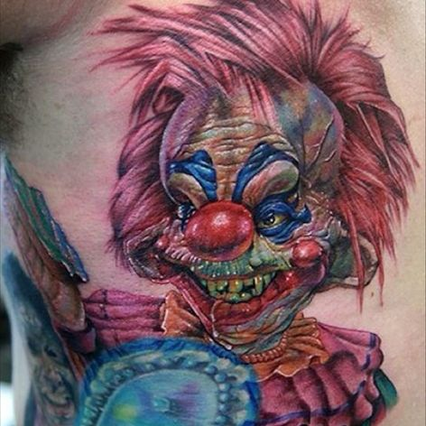A killer clown from outer space by Cecil Porter (IG—cecilporterstudios). #CecilPorter #color #KillerKlownsfromOuterSpace #realism #portraiture