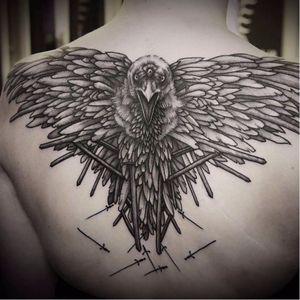 Corvo de três olhos de Norako Tattoo. #got #gameofthrones #norako #crow #raven #threeeyed #blackwork