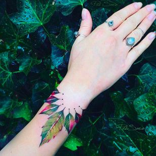 Leaves bracelet Tattoo by Pis Saro @Pissaro_tattoo #PisSaro #PisSaroTattoo #Nature #Watercolor #Naturetattoo #Watercolortattoo #Botanical #Botanicaltattoo #Crimea #Russia
