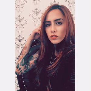 Tatuadora Samantha Sam.