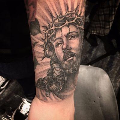 The glory of Jesus by Tim Hendricks #TimHendricks #blackandgrey #newtraditional #realistic #Jesus #religious #Christian #thorns #crown #portrait #tattoooftheday