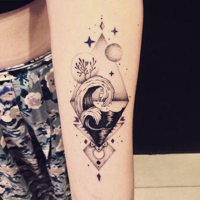 Tattoo por Marta Carvalho! #MartaCarvalho #TokaStudio #tattoobr #tattoodobr #sea #mar #pontilhismo #dotwork #onda #wave
