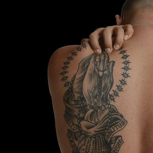 Zacariah Bass' tattoo to commemorate fallen comrades #warink #exhibition #war #veteran #veterans #army #usarmy #soldier #inmemoryof #memory #commemorativettattoo #arbitusoblitus #inhonorof