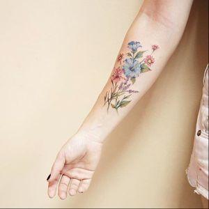Wildflower bouquet by Luiza Oliveira (via IG-luiza.blackbird) #floral #flowers #illustrative #color #dainty #delicate #LuizaOliveira