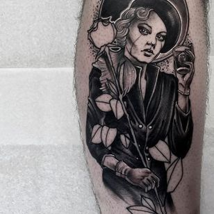 A lovely lady drinking away her sorrows by Neil Dransfield (IG—neil_dransfield_tattoo). #black #dark #NeilDransfield #neotraditional #pinup #rose