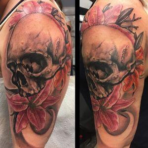 Awesome skull tattoo by Nick McNulty #NickMcNulty #skull #skulltattoo #flowers