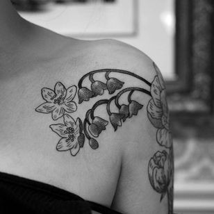 Front of the blackwork floral piece by Elisabet Waris. #blackwork #linework #ElisabetWaris #flowers #floral
