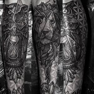 An owl tattoo and a lion on the other. Insane looking lower leg tattoos done by Paul Davies. #pauldavies #blacktattoo #illustrativetattoo #geometrictattoo #dotstolines #lion #owl #shins