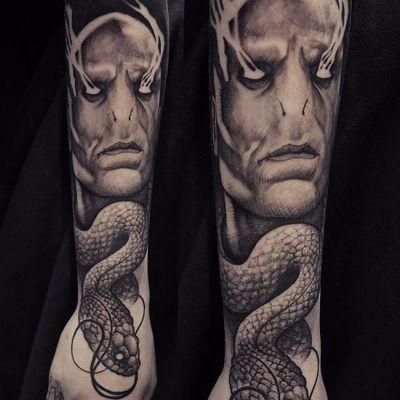 Voldemort feat Nagini #RobertBorbas #Voldemort #HarryPotter #JKRowling #book #livro #personagem #character #badguy #vilao #snake #cobra #nagini #blackandgrey #pretoecinza #sonserina