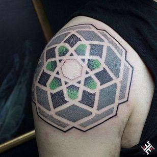 Dotwork Tattoo #Dotwork #Geometric #DotworkGeometric #PatternTattoos #Effedots