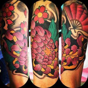 Chrysanthemum tattoo by Andrea Pinna. #flower #chrysanthemum #neotraditional #AndreaPinna
