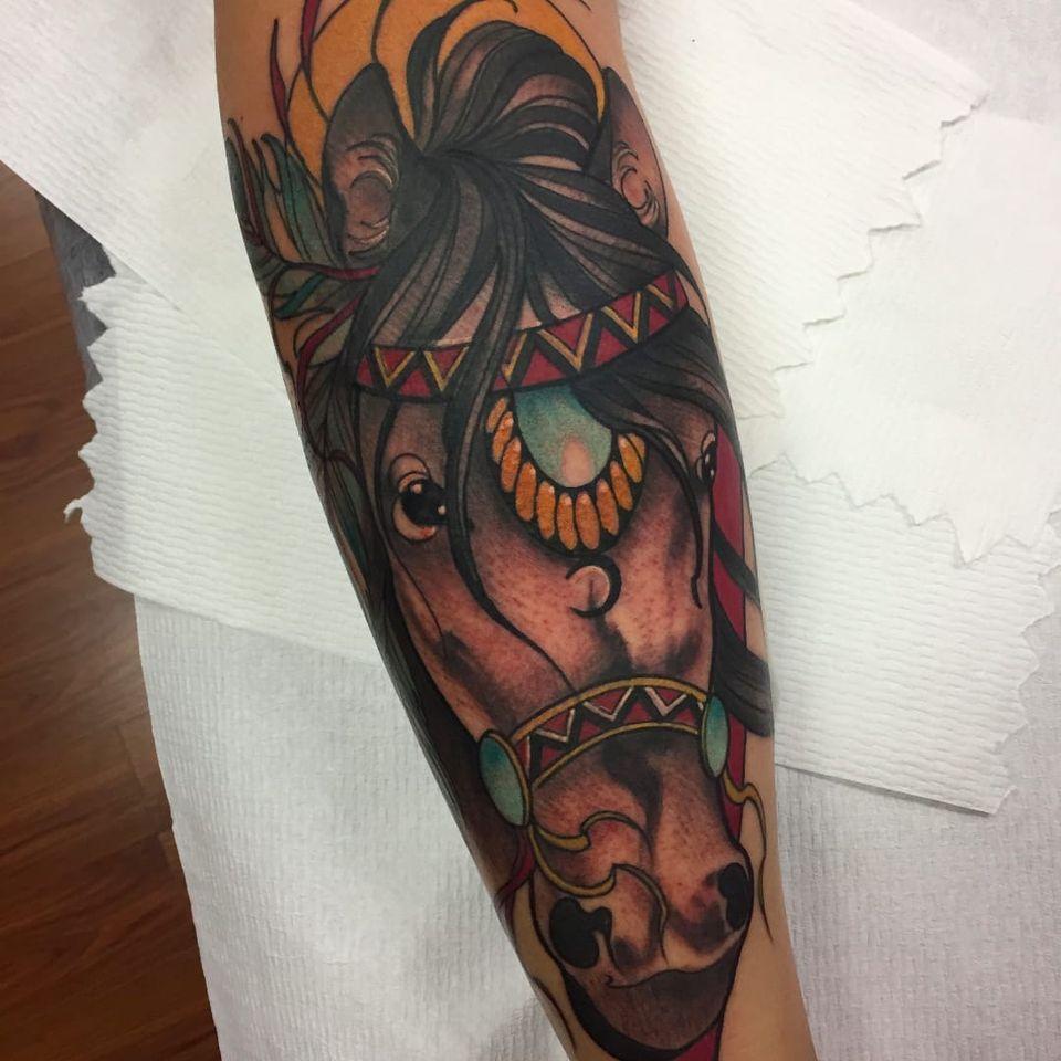 Trabalho feito pela artista Monique Peres! #MoniquePeres #Tatuadorasbrasileiras #newtraditional #newtraditionalist #neotraditional #neotraditionaltattoo #horse #horsetattoo #cavalo #cavalotattoo