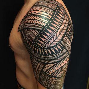 Amazing geometric wonderment from Jeroen Franken's (IG—jeroenfranken) portfolio. #blackwork #geometric #JeroenFranken #Polynesian #traditional #tribal