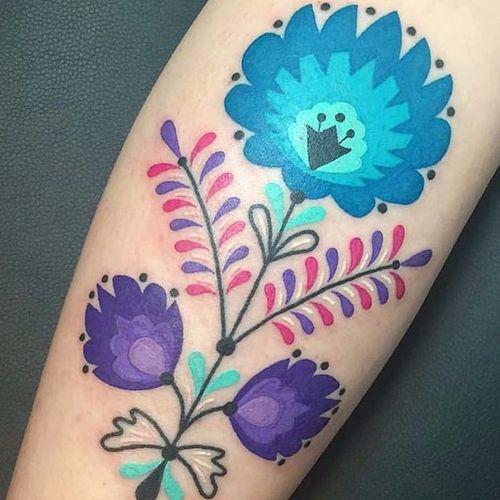Tão meiguinha #WinstontheWhale #folk #70s #tradicional #traditional #colorful #colorido #coressolidas #gringo #flowers #flor