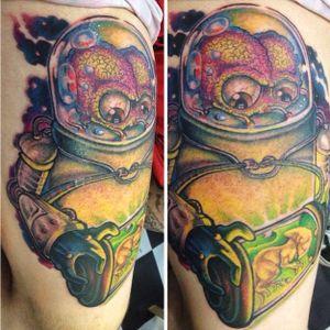 Alienígena do filme Marte Ataca por Jeff Waine! #JeffWaine #tatuadoresbrasileiros #tatuadoresdobrasil #tattoobr #SãoPaulo #newschool #marteataca #MarsAttacks #timburton #movie #filme #geek #dark #alien #marciano