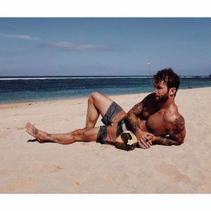 André Hamann curtindo a praia! #AndréHamann #Verão #proteçãosolar #tattooprotegida