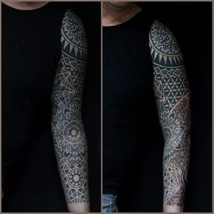 Left arm Polynesian sleeve. (via IG - colinzumbro) #geometric #polynesian #blackwork #sleeve #largescale #colinzumbro