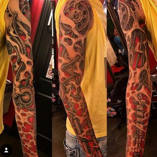Dude has obviously never lifted in his life, but still sick biomech IG @pkrolartist