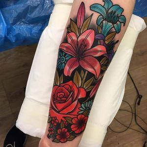 Flower Tattoo by Piotr Gie #NeoTraditional #NeoTraditionalArtist #NeoTraditionalTattoos #ModernTattoos #BoldTattoos #PiotrGie