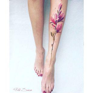 Garden-inspired tattoo by Pis Saro. #PisSaro #flower #garden #plant