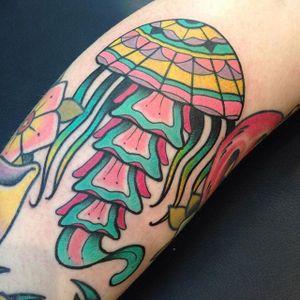Jellyfish Tattoo by Nick Stambaugh #jellyfish #jellyfishtattoo #traditonal #traditionaltattoo #brighttattoos #neon #neontattoo #colorful #quirky #creativetattoos #NickStambaugh