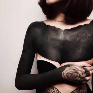 Impressive ornamental blackwork tattoo #ChesterLee #ornamentalblackworktattoos