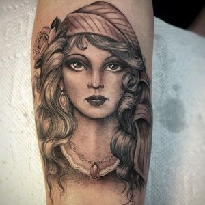 Gorgeous black and grey lady head by Ben Grillo. #BenGrillo #blackandgrey #bust #ladyhead