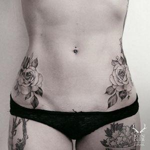 Zihwa Hongdae's (Instagram @zihwa_tattooer) delicate scrimshaw floral tattoos compliment hips so well. #delicate #hips #minimalist #neotraditional #roses #scrimshaw #ZihwaHongdae