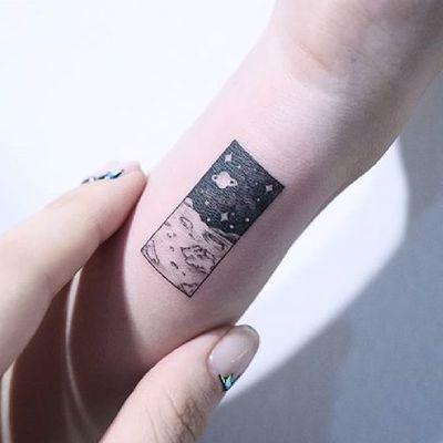 Space scene. (via IG - baam.kr) #microtattoo #space #planet #moon #smalltattoo