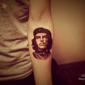 Gorgeous Che Guevara portrait tattoo by Sol Tattoo. #soltattoo #tattooistsol #portraittattoo #cheguevara #cheguevaratatoo #blackandgrey