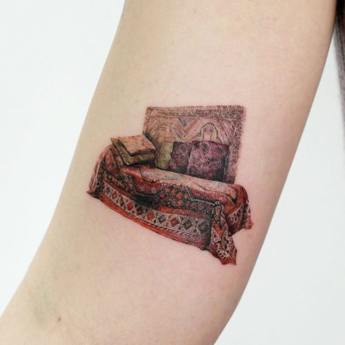 Freud's Couch tattoo by Tattooist Doy #TattooistDoy #besttattoos #color #realism #realistic #hyperrealism #pattern #bed #couch #therapy #philosophy #Freud #textiles #rug #oriental #tattoooftheday