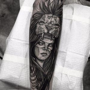 Tattoo por Felipe Santo! #FelipeSanto #TatuadoresBrasileiros #tatuadoresdobrasil #tattoobr #SãoPaulo #blackwork #woman #mulher #lion #leão