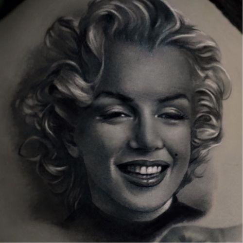 Marilyn Monroe tattoo by Raimo Marti #RaimoMarti #realistic #hyperrealistic #blackandgrey #3D #portrait #photorealistic #marilynmonroe