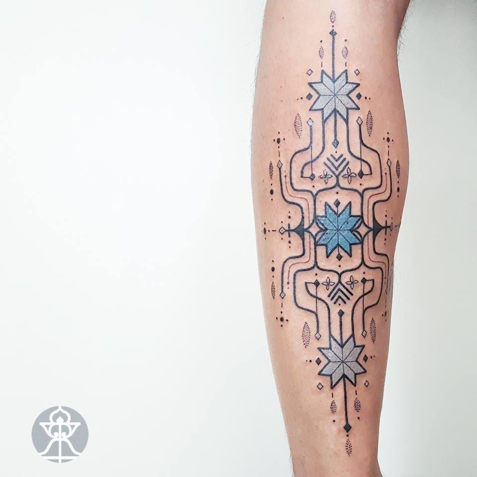 Duvido você não pirar com esse estilo! #BrianGomes #TatuadoresdoBrasil #Brasil #Brazil #tribalbrasileiro #geometria #arteindígena