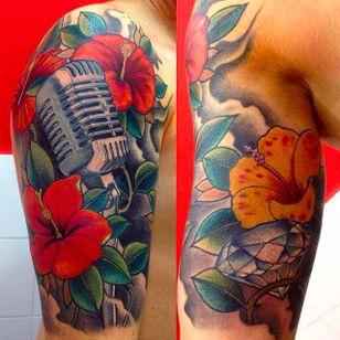 Beautiful looking microphone tattoos with some hibiscus flowers. Tattoo done by Rafa Serrano. #RafaSerrano #LTWtattoo #neotraditional #coloredtattoo #hibiscus #microphone
