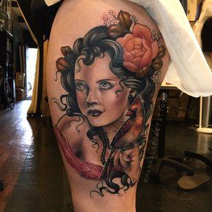 Moça bonita #MakkalaRose #gringa #neotraditional #colorido #colorful #mulher #woman #lady #passaro #ave #bird #flor #flower #perolas #pearls