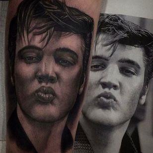 THE KING. Insane looking tattoo of Elvis done by Juande Gambin. #juandegambin #portraittattoos #theking #elvis