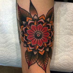 Flower mandala tattoo by Dannii G #DanniiG #traditional #neotraditional #flowermandala #mandala #oldschool (Photo: Instagram @dannii_ltp13)
